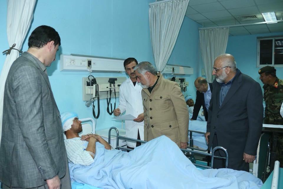 رییس اجراییه از زخمیها در شفاخانه قول اردوی ۲۰۳ تندر دیدن نمود