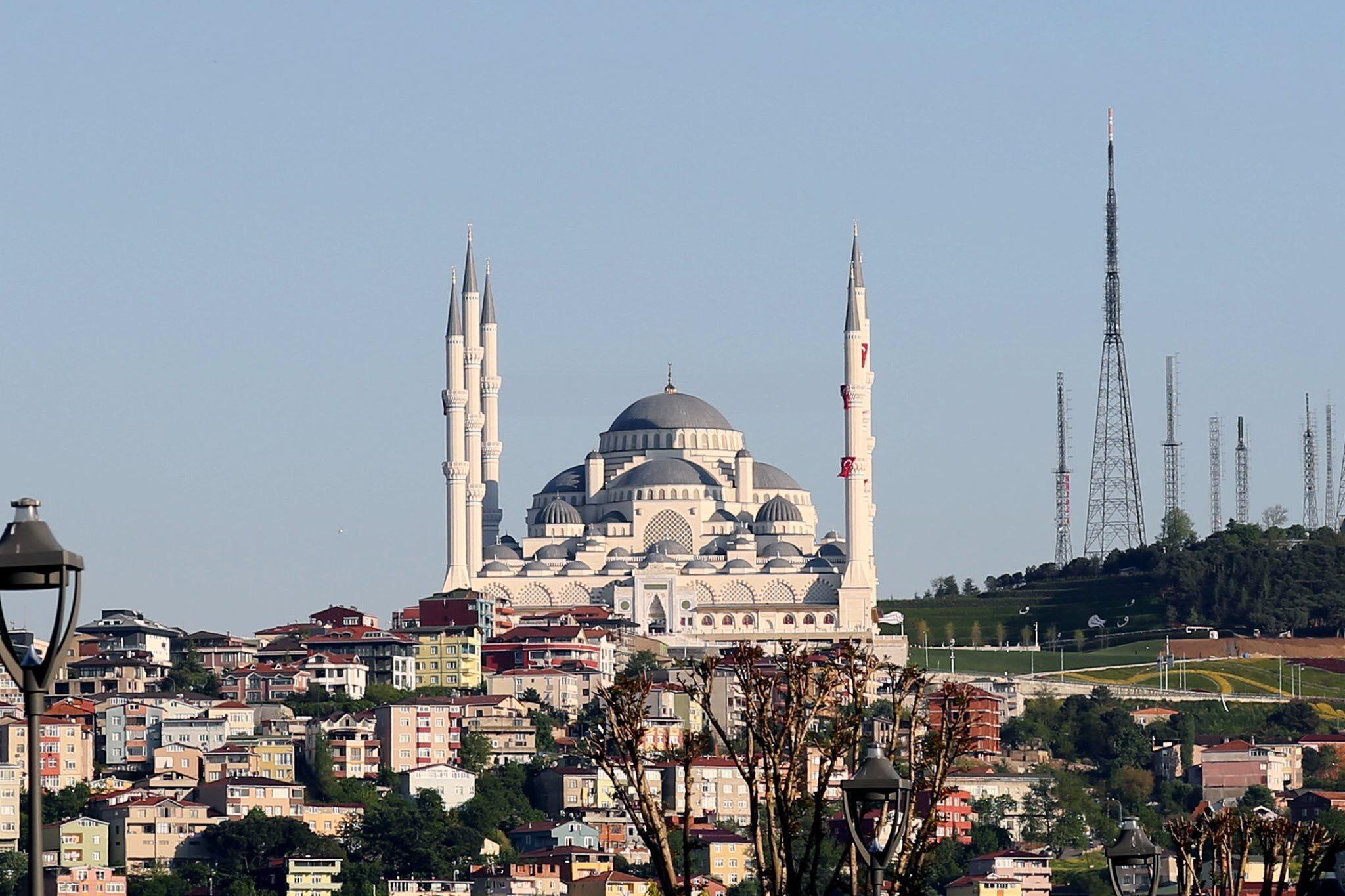 اداى نماز جمعه با رئیس جمهور ترکیه در مسجد جامع چاملیجا