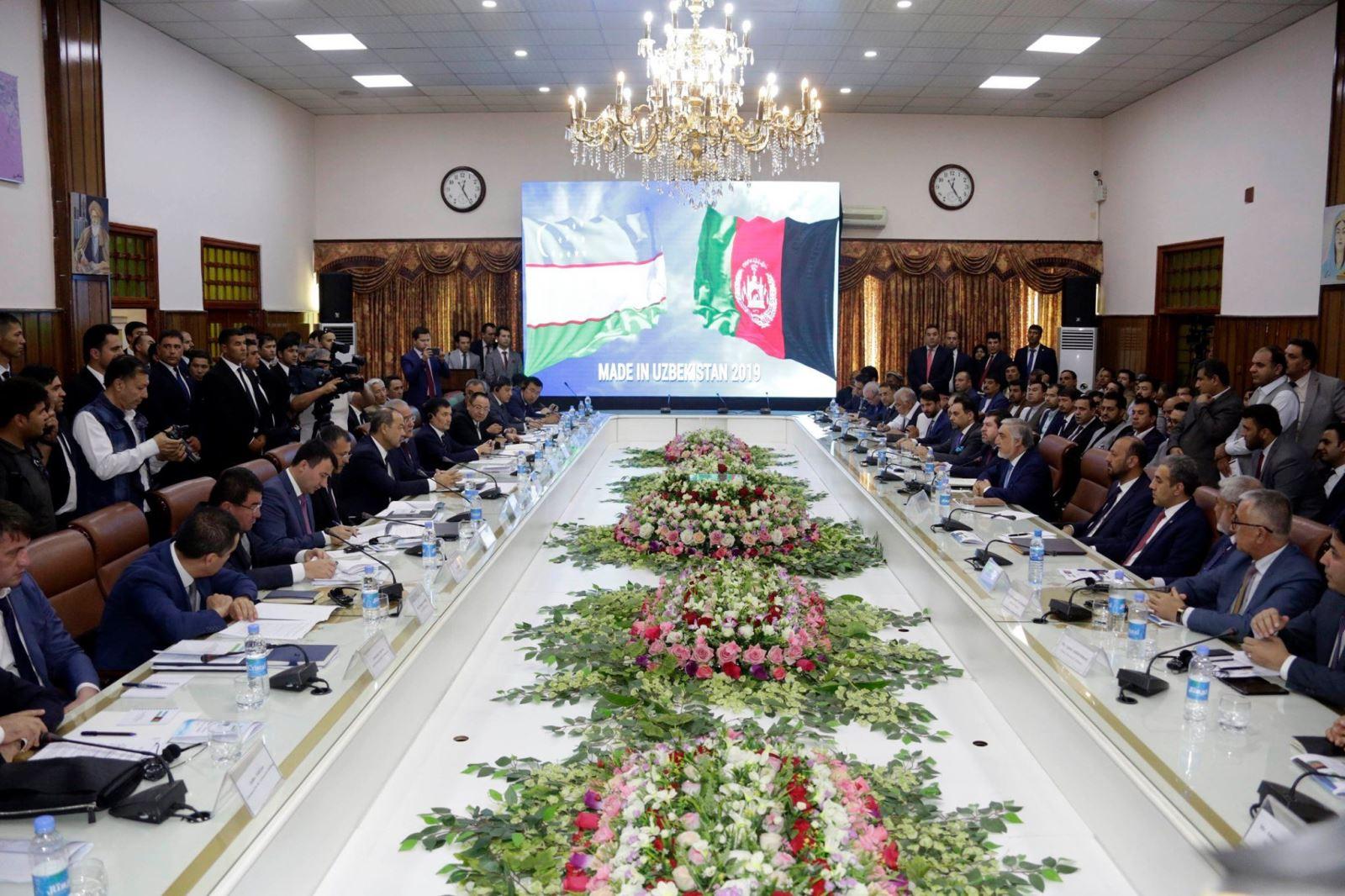 نخستوزیر ازبیکستان در دیدار با رییس اجراییه: ازبیکستان ۴۵ میلیون دالر در انتقال لین برق به افغانستان تخفیف میدهد