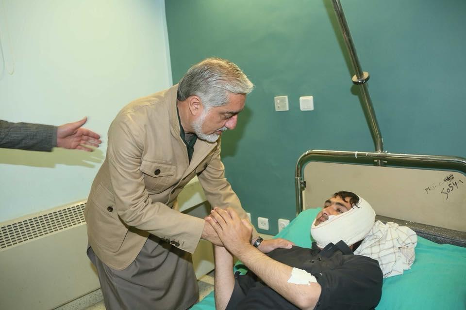 رییس اجراییه افغانستان برای عیادت زخمیها به شفاخانه ملکی پکتیا رفت