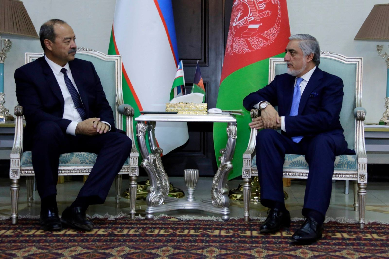نخست وزیر ازبیکستان در ملاقات با رییس اجراییه: با افغانستان در بخش تجارت و ترانزیت همکاری میکنیم