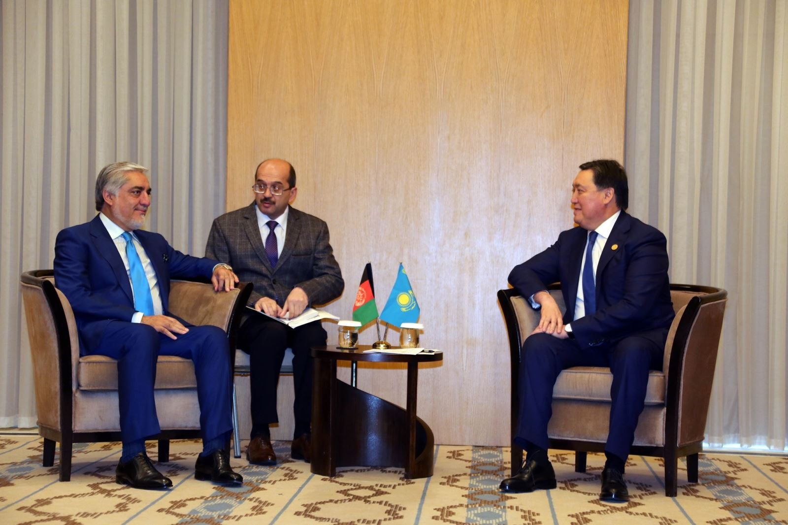 رییس اجراییه افغانستان با صدراعظم جمهوری قزاقستان دیدار کرد